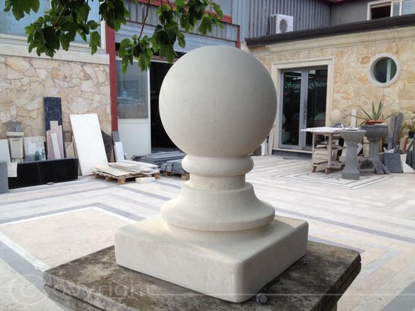 Pilastri pietra lavica lavorazione marmi sergio for Costo per costruire pilastri di pietra