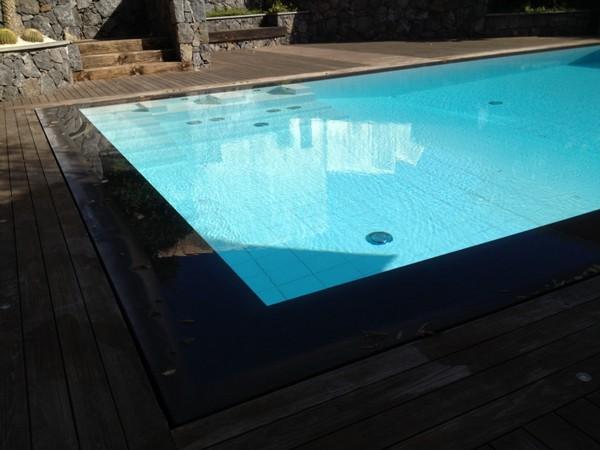 Rivestimento piscine in pietra lavica e in pietra in generale pietra lavica lavorazione - Piscine in pietra ...