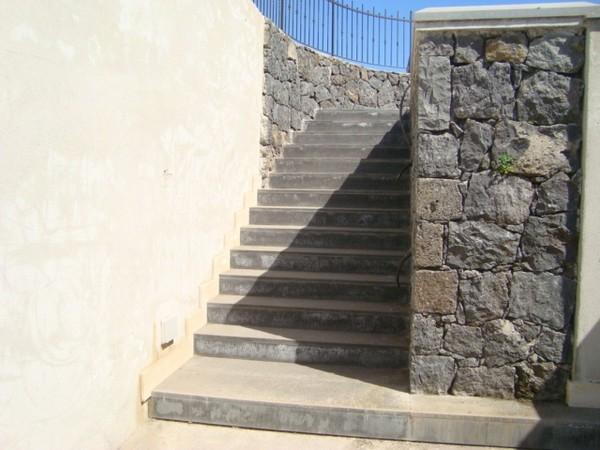 Scale esterne in pietra lavica