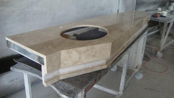 Arredo bagni in marmo e pietre pietra lavica - Arredo bagno marmo ...