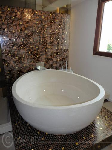 Realizziamo vasche da bagno in pietra o in marmo a massello, di ...